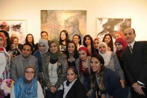 الفائزين والمشاركين في المسابقة اثناء افتتاح المعرض